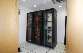 英麦格商务中心Internet服务器
